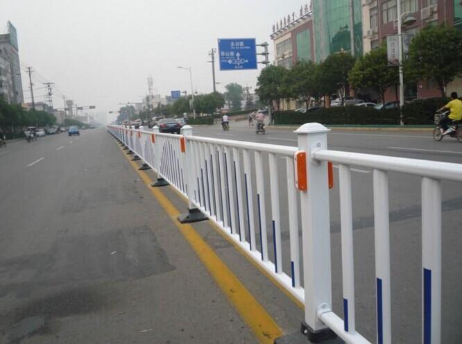 河池市道路隔离栏公路护栏优惠价