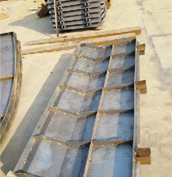 公路防撞墙模板新变化 水泥防撞墙模板基地
