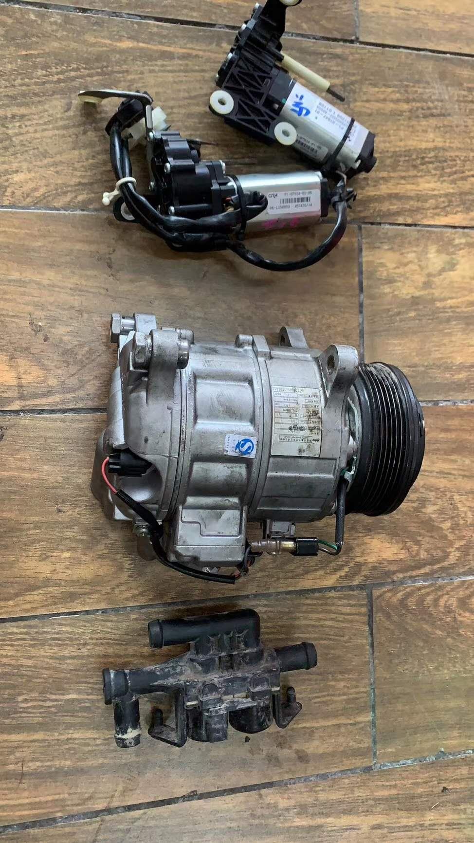 供应奔驰GLK350奔驰ML300发电机 空调泵拆车件